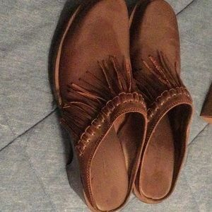 Brown mules with fringe